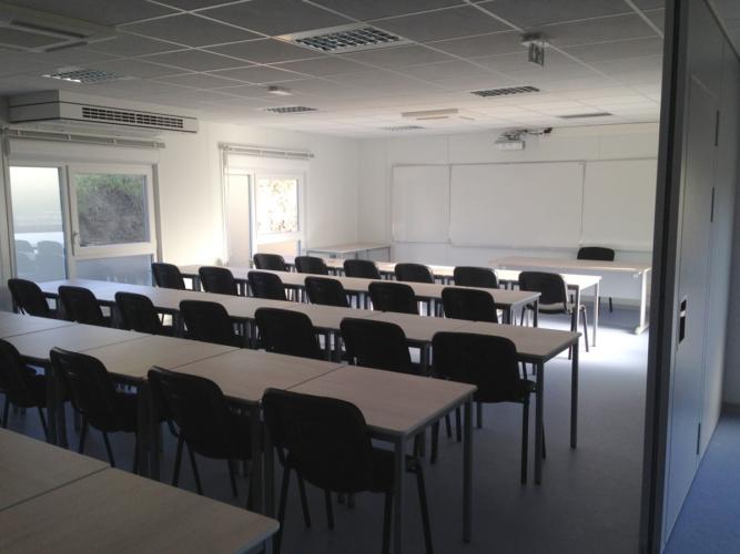 Aménagement d'une salle de cours en préfabriqué